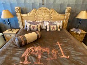BONDA-RANCH HOUSE Schlafzimmer_Bett